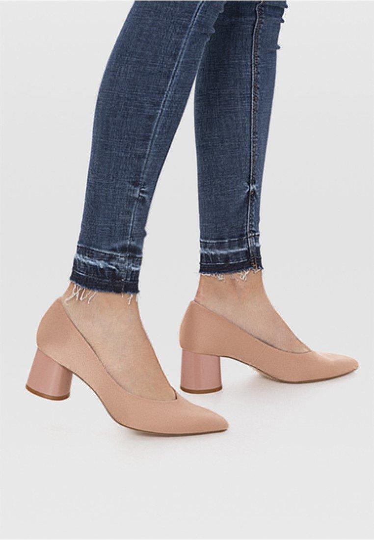 Stradivarius - Classic heels - nude