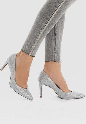 MIT GLITZER  - High heels - metallic grey