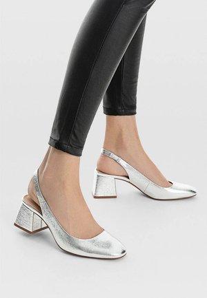 Classic heels - metallic grey