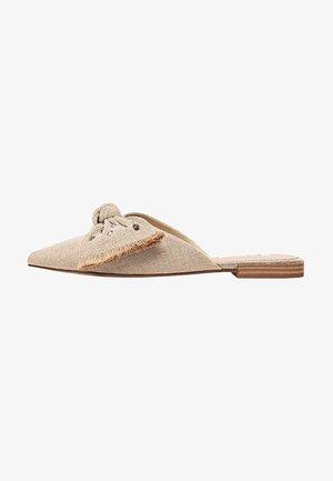 MIT SCHLEIFE UND NIETEN 19106570 - Sandals - beige