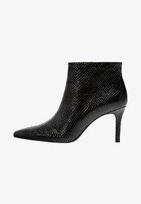 Stradivarius - MIT SCHMALEM ABSATZ UND ANIMALPRINT  - Classic ankle boots - black - 1