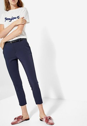 MIT GÜRTEL - Trousers - dark blue