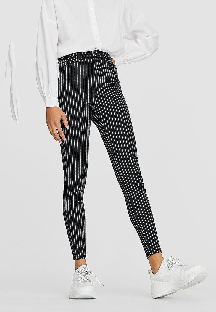 Stradivarius - MIT SUPERHOHEM BUND - Trousers - black
