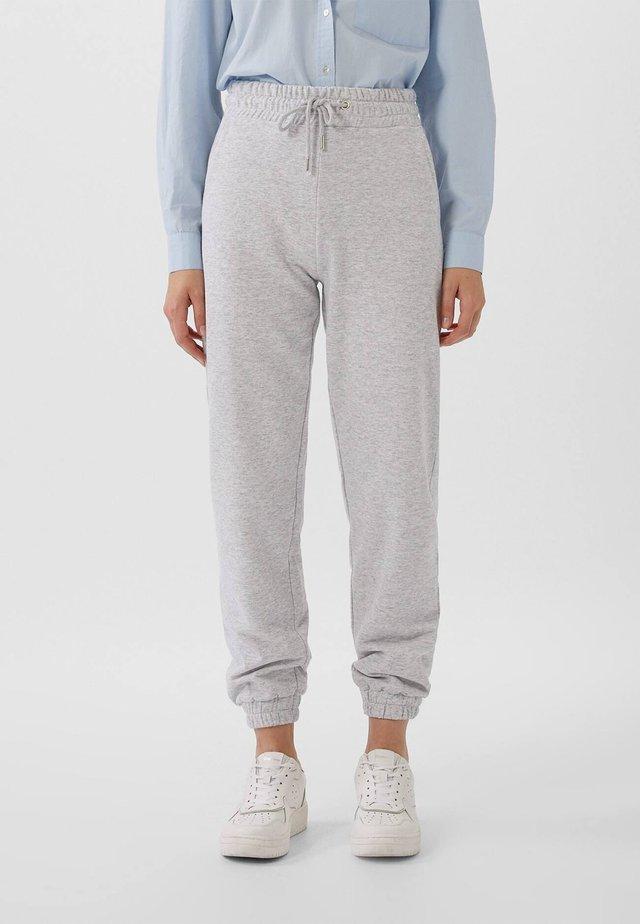 AUS PLÜSCHGEWEBE  - Pantaloni sportivi - grey