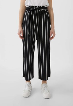 MIT BINDEGÜRTEL - Trousers - black