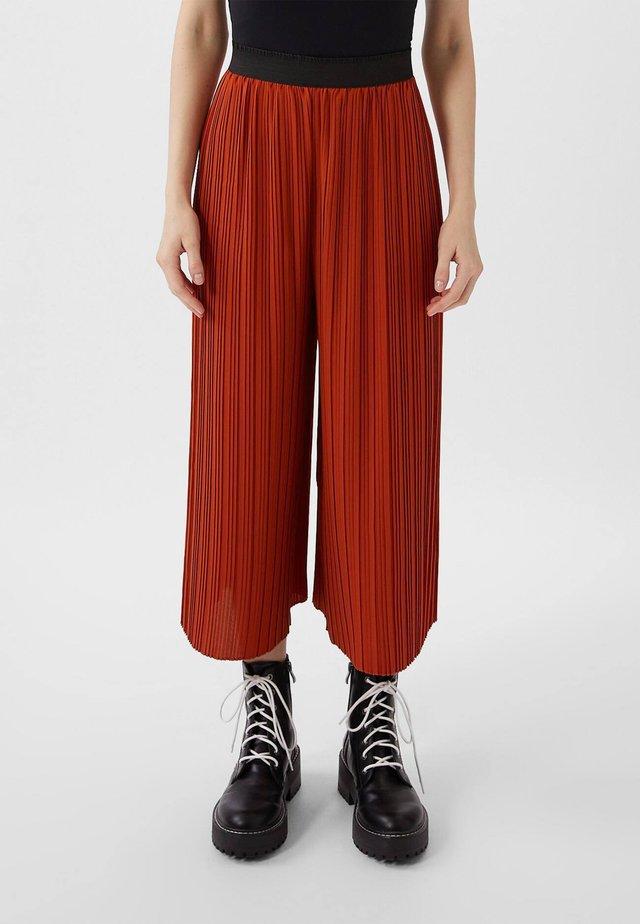 PLISSIERTE CULOTTE - Bukser - red