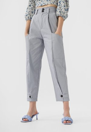 MIT KNÖPFEN - Pantalon classique - blue