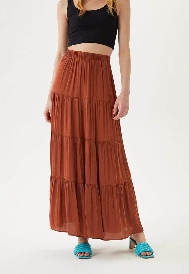 01336780 - Pliceret nederdel /Nederdele med folder - brown