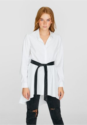 MIT GÜRTEL - Shirt dress - white