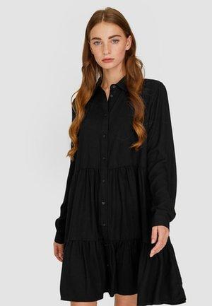MIT VOLANT  - Robe chemise - black