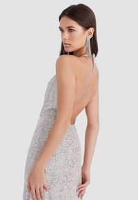 Stradivarius - MIT PAILLETTEN  - Robe de cocktail - grey - 3