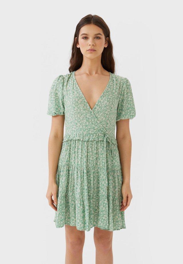 MIT BLUMENPRINT  - Korte jurk - turquoise