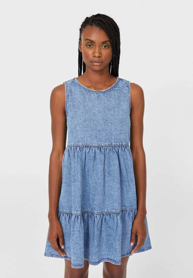 MIT VOLANTS  - Sukienka jeansowa - light blue