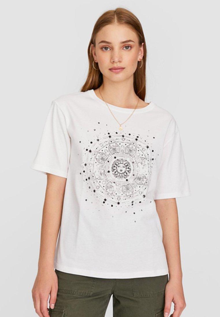 Stradivarius - MIT PERLEN - T-Shirt print - white