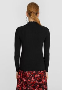 Stradivarius - SHIRT MIT GEWELLTEM DETAIL 06519699 - Long sleeved top - black - 2