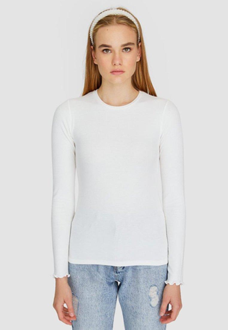 manches à longues white T Stradivarius shirt uiTZOXPk