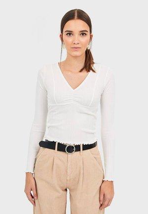 T-SHIRT MIT V-AUSSCHNITT 08104111 - Long sleeved top - white