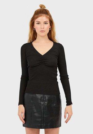 T-SHIRT MIT V-AUSSCHNITT 02509587 - Long sleeved top - black