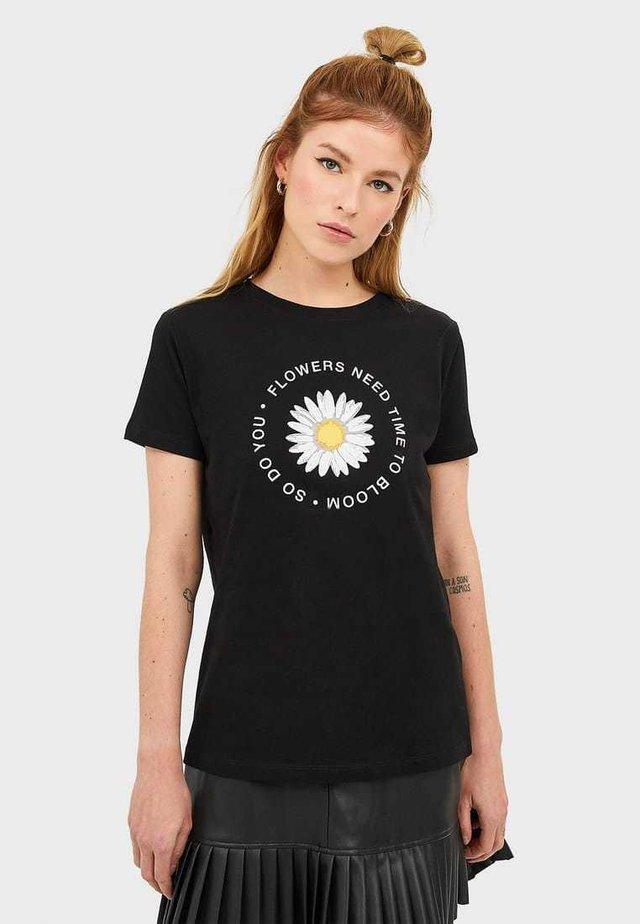 T-SHIRT MIT PRINT 02593560 - T-shirt con stampa - black