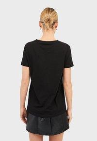 Stradivarius - MIT PRINT  - T-shirts print - black - 2