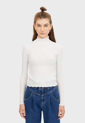 07001104 - Long sleeved top - white