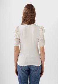 Stradivarius - MIT PUFFÄRMELN - T-shirt imprimé - white - 2