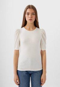 Stradivarius - MIT PUFFÄRMELN - T-shirt imprimé - white - 0