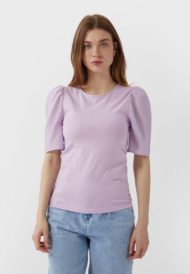 MIT PUFFÄRMELN - T-shirts print - purple