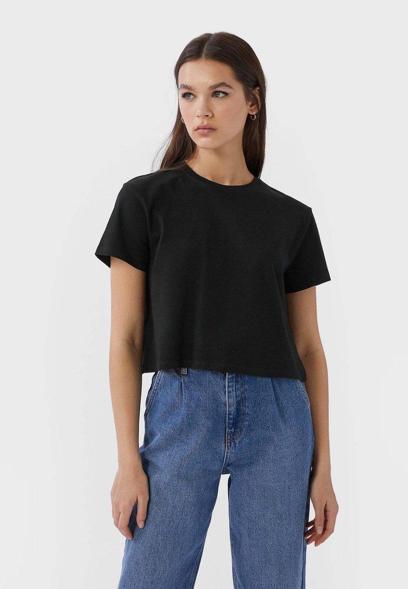 Stradivarius - MIT KURZEN ÄRMELN - T-shirts basic - black