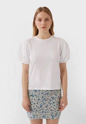MIT KURZEN BALLONÄRMELN  - T-shirt imprimé - white