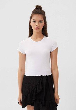 MIT KURZEN ÄRMELN - T-Shirt basic - white