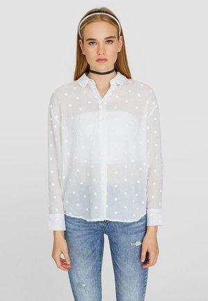 MIT BESTICKTEN TUPFEN  - Camicia - white