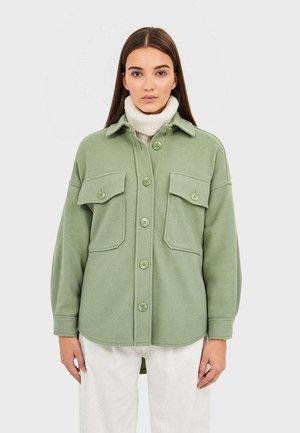 Leichte Jacke - green