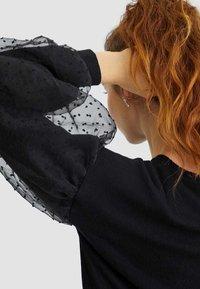 Stradivarius - SHIRT MIT BALLONÄRMELN 02595438 - T-shirt à manches longues - black - 3