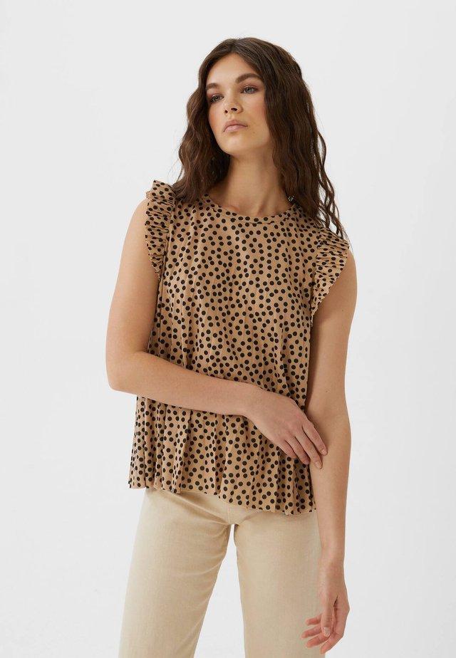 MIT VOLANT  - Bluse - brown