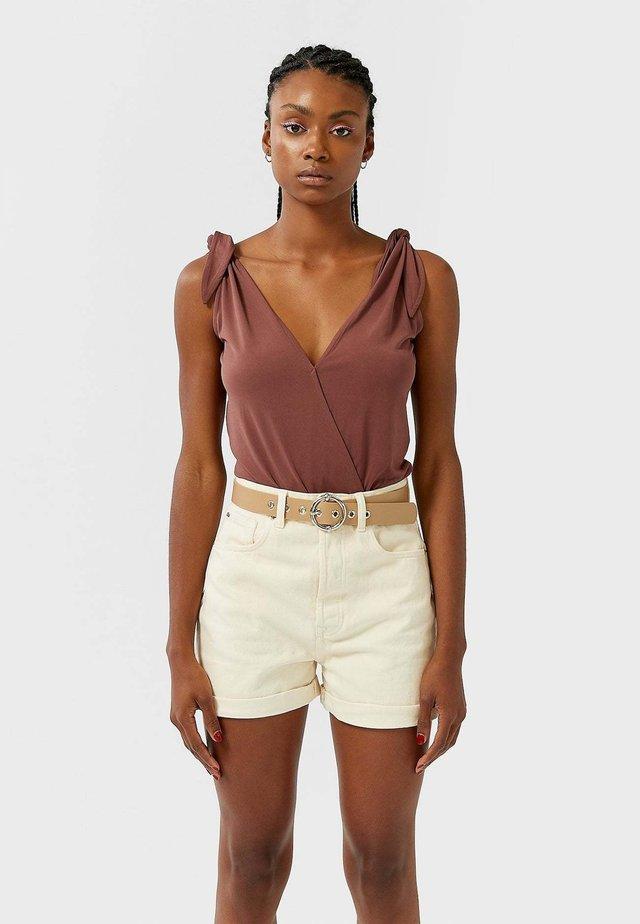 MIT WICKELAUSSCHNITT - Bluse - brown