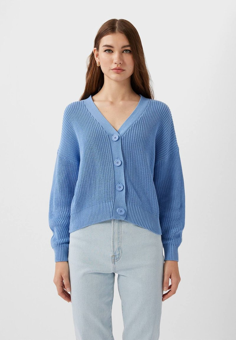 Stradivarius - MIT FALLENDEN ÄRMELN - Strickjacke - light blue