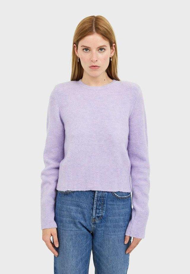MIT SCHULTERPOLSTER - Stickad tröja - purple