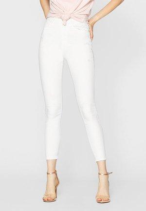 MIT SUPERHOHEM BUND  - Jeans Skinny Fit - white