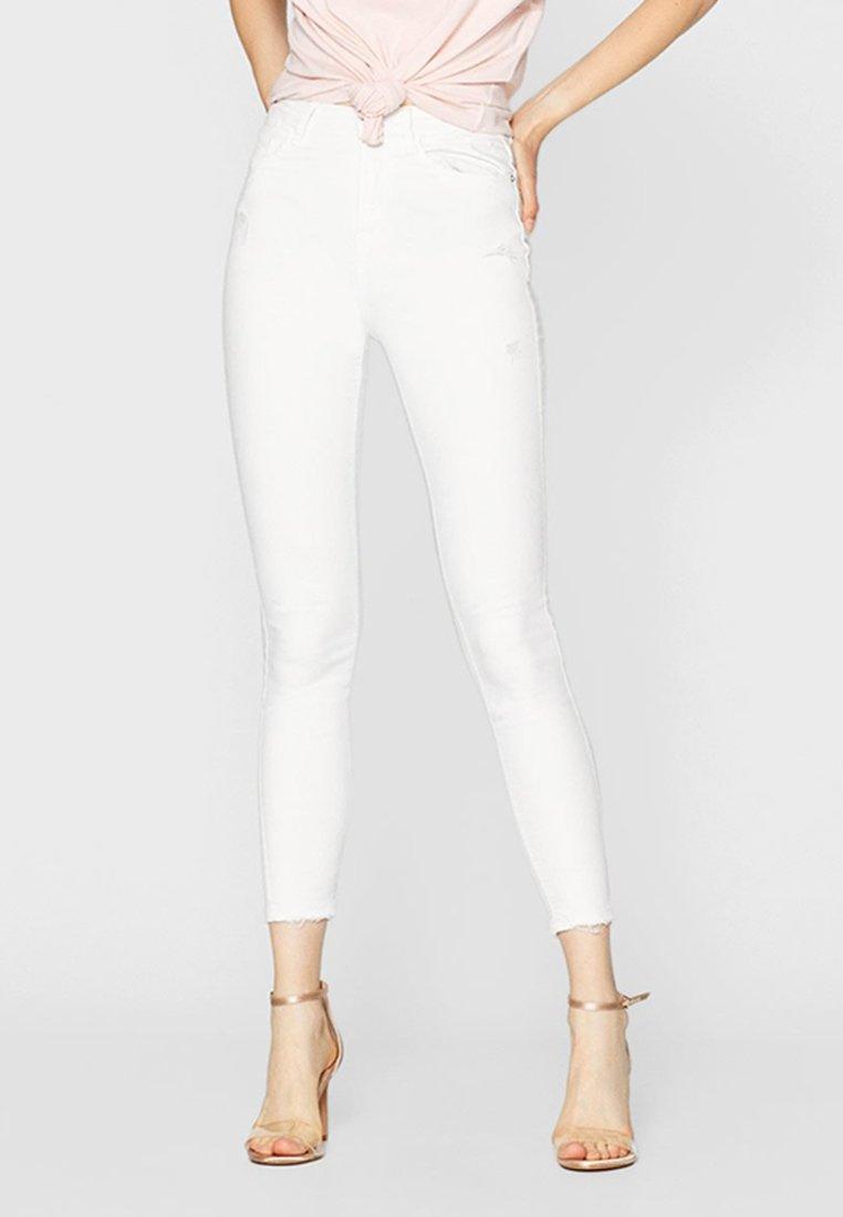 Stradivarius - MIT SUPERHOHEM BUND  - Jeans Skinny Fit - white