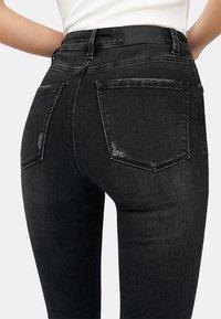 Stradivarius - HIGH WAIST  - Jeans Skinny Fit - black - 4