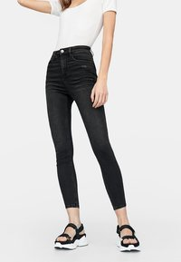 Stradivarius - HIGH WAIST  - Jeans Skinny Fit - black - 0