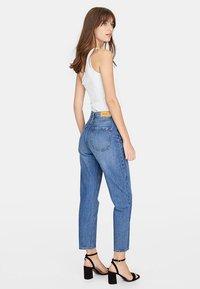 Stradivarius - MOM-FIT - Jeans slim fit - blue denim - 1