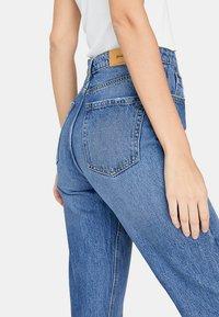 Stradivarius - MOM-FIT - Jeans slim fit - blue denim - 3