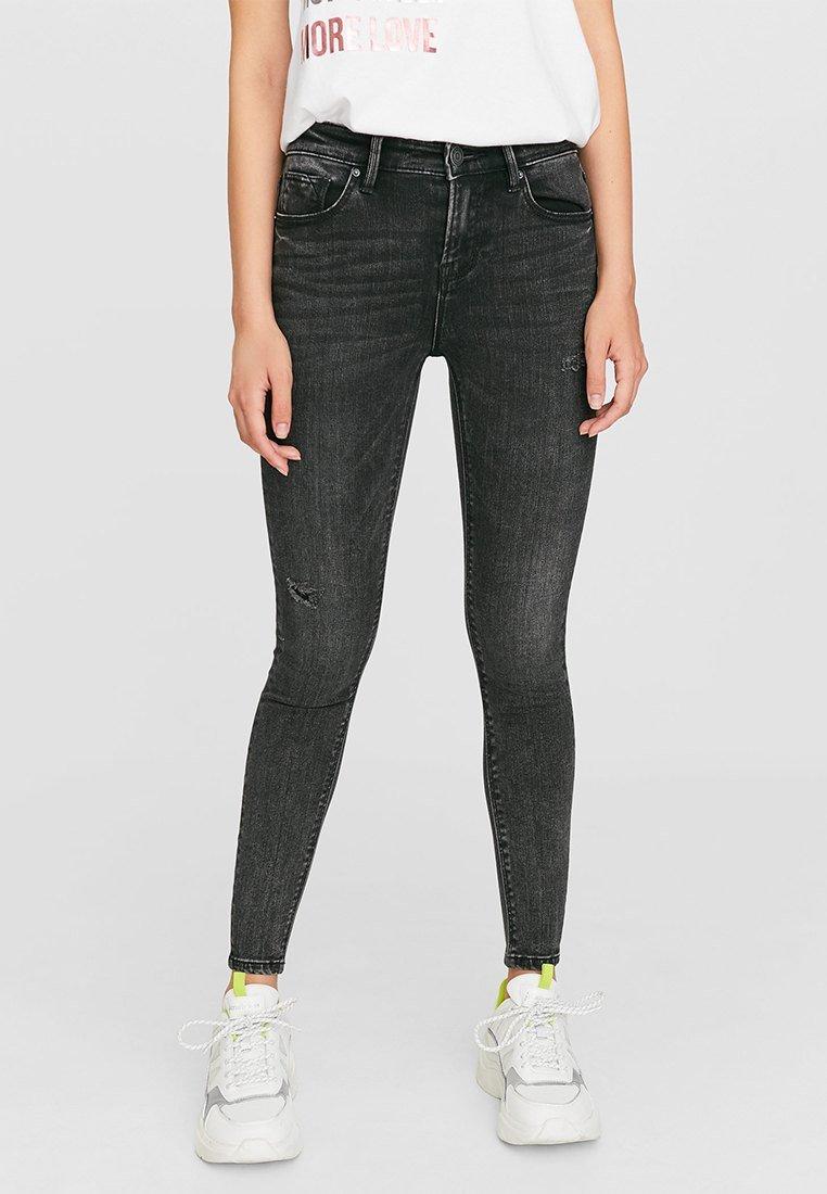 Stradivarius - MIT TIEFEM BUND  - Jeans Skinny Fit - dark grey