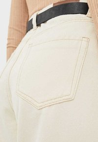 Stradivarius - JEANS IM SLOUCHY-FIT 04883716 - Jeans Relaxed Fit - beige - 3