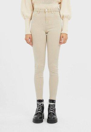 HOSE MIT SUPERHOHEM BUND IN FARBEN 01120422 - Jeans Skinny - beige