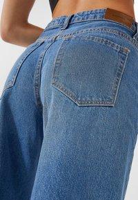 Stradivarius - Flared Jeans - blue denim - 3