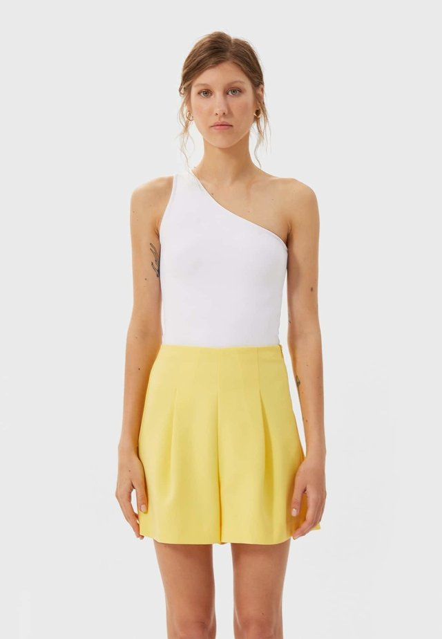 Shorts - gold