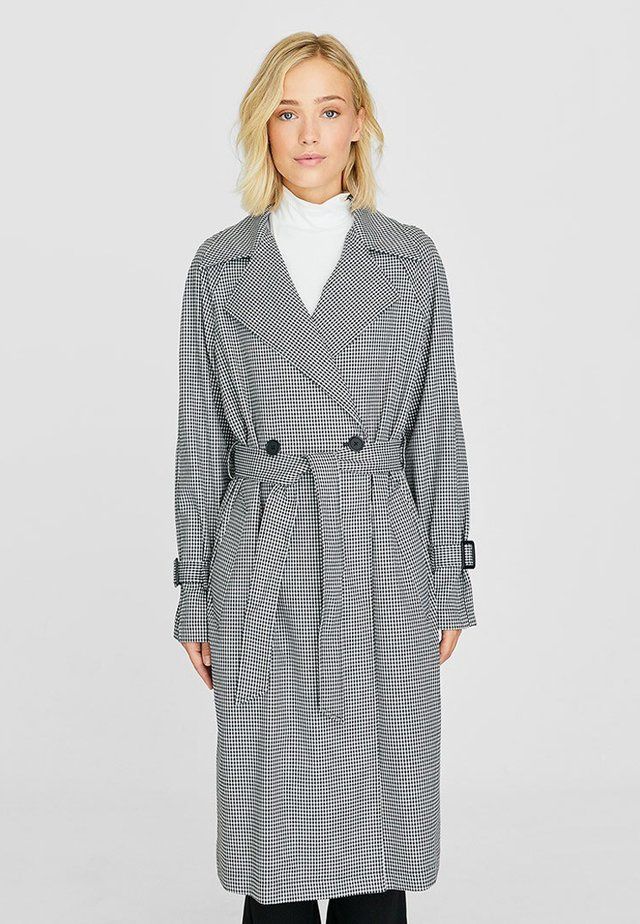 MIT HAHNENTRITTMUSTER - Trenchcoats - white